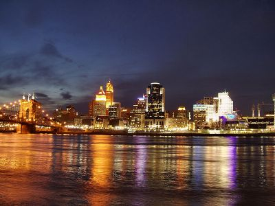 800px-Cincinnati-skyline-from-kentucky-shore-night